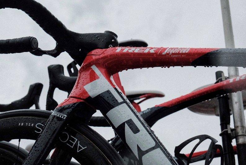 Pluie au départ du Giro 24 mai 21 1.jpg